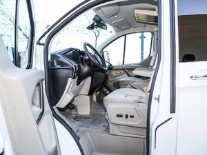 2017款2.0T 自动商务舱版 前排空间