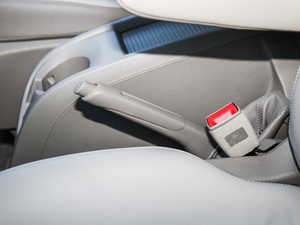 2017款2.0T 自动商务舱版 驻车制动器
