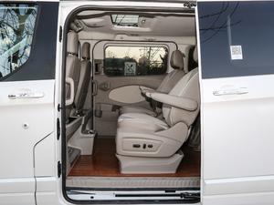 2017款2.0T 自动商务舱版 后排空间