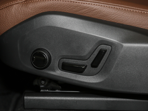2019款T5 四驱智逸版 座椅调节