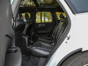 2019款T8 E驱混动智雅运动版 后排空间