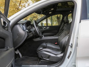 2019款T8 E驱混动智雅运动版 前排空间