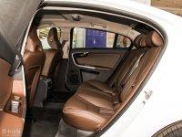空间座椅沃尔沃S60L混动后排空间
