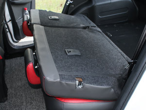 2016款S 1.5L 手动豪华导航版 后排座椅放倒