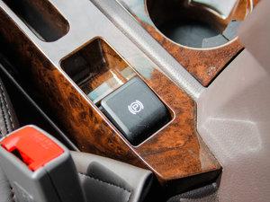 2017款2.0T 手动汽油四驱 旗舰版 驻车制动器