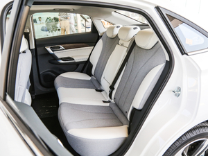 2018款R500 智尚版 后排座椅