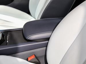 2019款R600 基本型 前排中央扶手