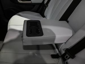 2019款R600 基本型 后排中央扶手