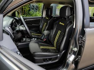 2018款3.0T 自动四驱X-POWER版 前排座椅
