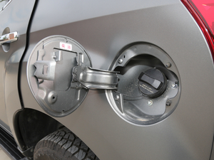 2018款1.9T 四驱 自动X-POWER版 7座 油箱盖打开