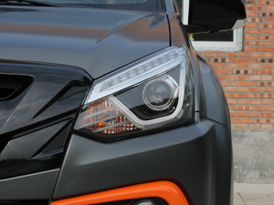 2018款1.9T 四驱 自动X-POWER版 7座 头灯