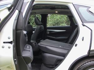 2018款2.0T 四驱菁英版 后排座椅放倒