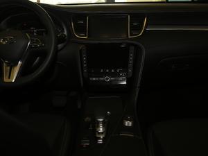 2018款2.0T 四驱菁英版 中控台
