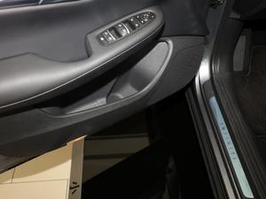 2018款2.0T 四驱菁英版 车门储物空间