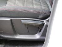空间座椅凯翼X3座椅调节