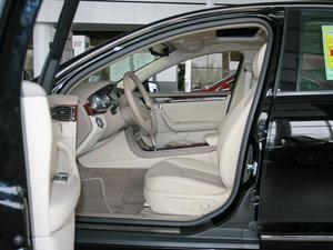 2010款3.0L 豪华版 前排空间