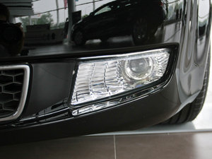 2010款3.0L 豪华版 雾灯