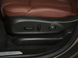 2017款28T 四驱全能运动旗舰型 座椅调节