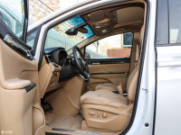 空间座椅别克GL8 ES豪华商旅车前排空间
