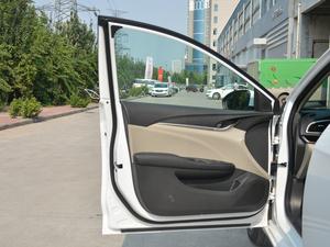 2017款15N 自动进取型 驾驶位车门
