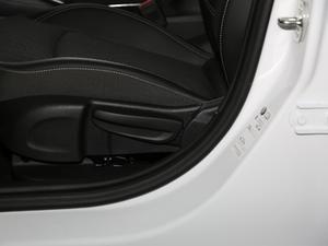 2018款两厢 15S 自动领先型 座椅调节