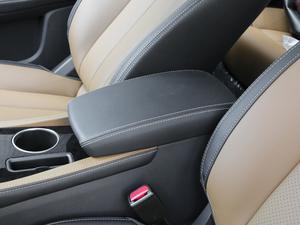 2018款EV450 智联锋尚型 前排中央扶手