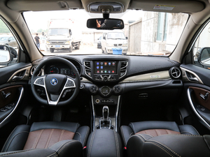 2018款EV400 智联进享型 全景内饰