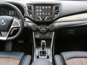 2018款EV400 智联进享型 中控台