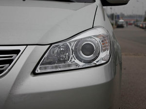 2011款1.5L 手动尚雅版 头灯