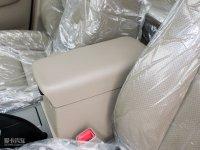 空间座椅比亚迪F6前排中央扶手