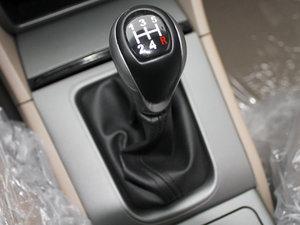 2011款黄金版 1.8L 手动豪华型 变速挡杆