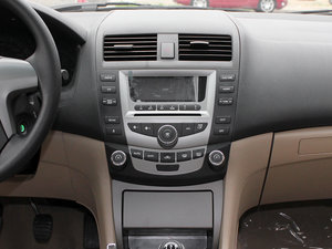 2011款黄金版 1.8L 手动豪华型 中控台