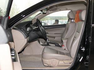 2011款黄金版 1.8L 手动豪华型 前排空间