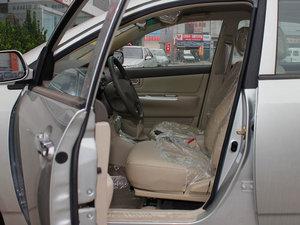 2011款1.5L 手动舒适版 前排空间