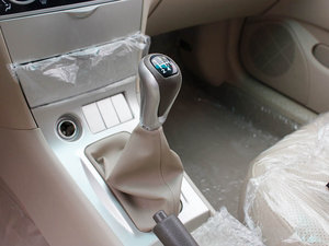 2011款1.5L 手动舒适版 变速挡杆