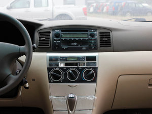2011款1.5L 手动舒适版 中控台