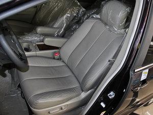 2013款2.4L 手动尊贵版 前排座椅