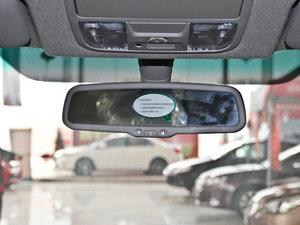 2013款2.4L 手动尊贵版 前排空间