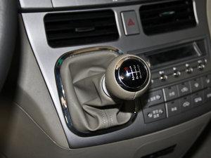 2013款2.4L 手动尊贵版 变速挡杆
