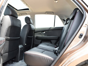 2014款2.4L 自动尊贵版 后排空间