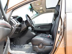 2014款2.4L 自动尊贵版 前排空间