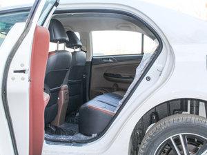 2015款改款 1.5L 手动舒适型 后排空间