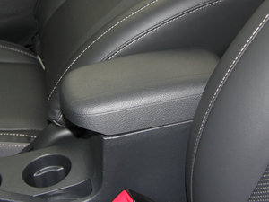 2015款节能版 1.5L 自动舒适型 前排中央扶手
