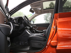 2017款EV300 尊贵型 前排空间