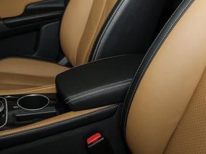 2017款EV300 尊享型 前排中央扶手