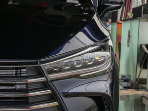 2017款1.5TI 自动智联精英型 7座 头灯