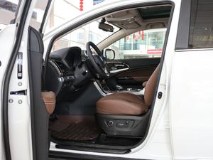 2017款2.0T 四驱豪雅型 前排空间
