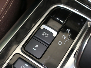 2017款2.0T 四驱豪雅型 驻车制动器