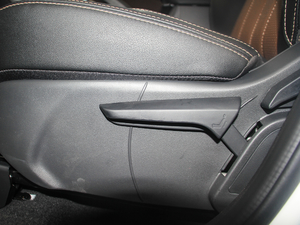 2018款1.5TI 手动智联进享型 座椅调节