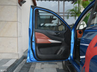 空间座椅锐骐6驾驶位车门